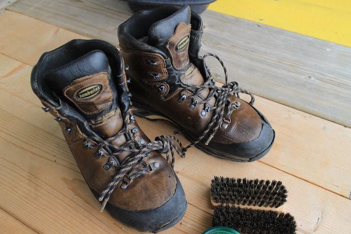ザンバランの登山靴を手入れ