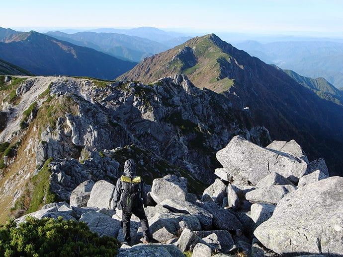 登山中稜線に出てみると