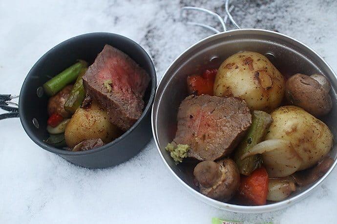 できあがったローストビーフと野菜のグリル
