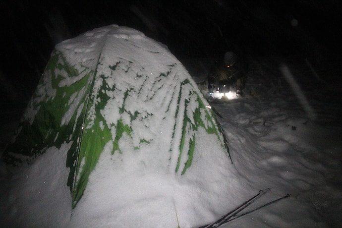 テントに積もった雪