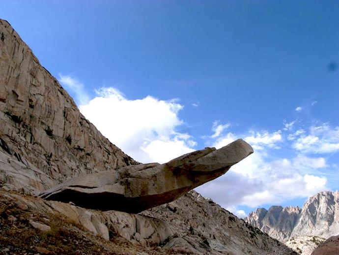 ジョンミューアトレイルでみつけた不思議な岩