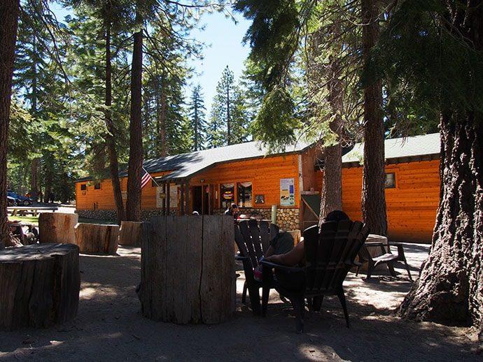 トレイルの途中にあるキャンプ場_レストランやショップも併設