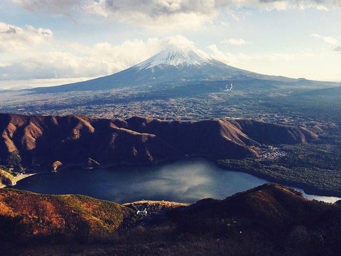 鬼ケ岳から見る 富士山と西湖