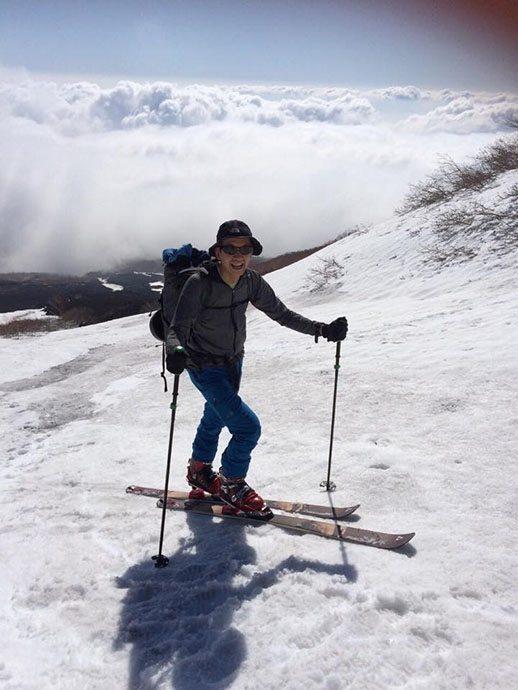バーブパンツを履いて雪山を楽しむ