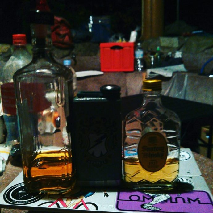 スキットルとウイスキー