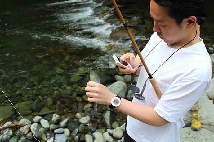 さかいや高橋さんが釣り上げる