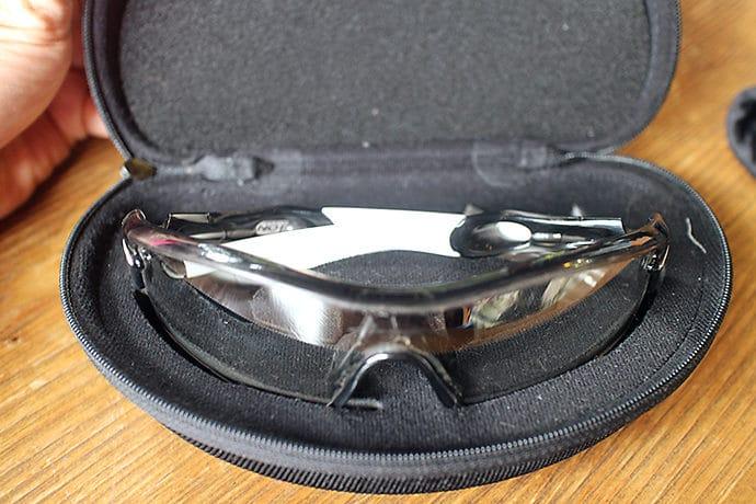 オークリーの調光レンズサングランス
