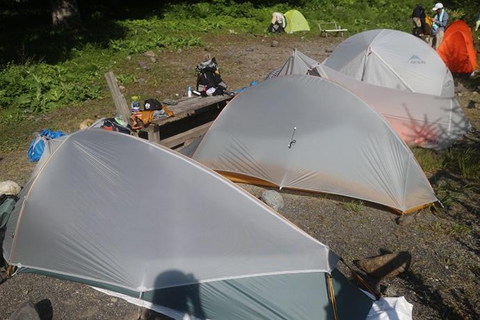 みんなグレーの軽量テント