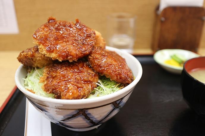 浅井精肉店のソースカツ丼