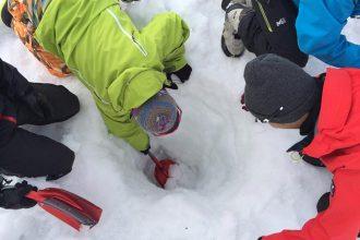 雪洞作り・ビバーク体験&朝焼けバックカントリー