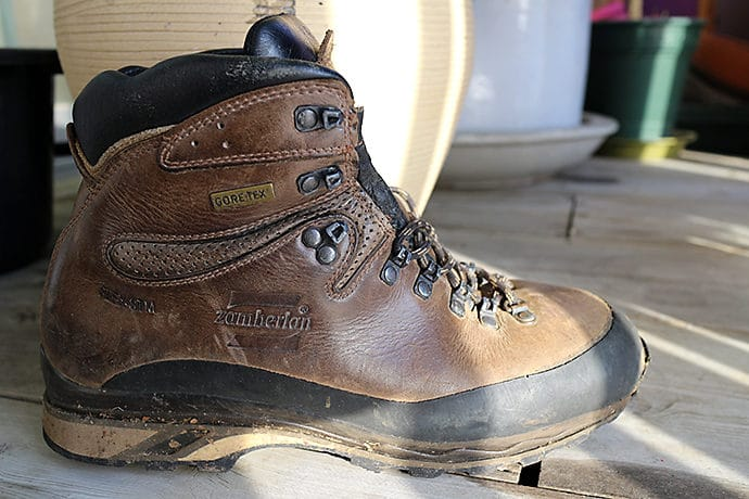 登山靴のカット