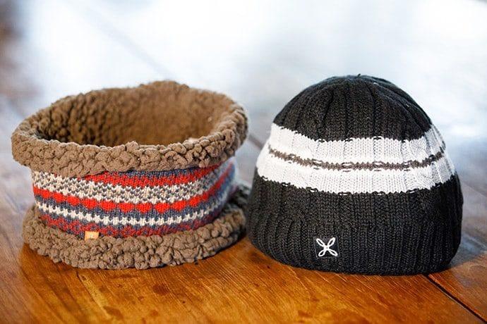 帽子はモンチュラのニットキャップ「FOOBER」&フォックスファイヤーの「WASH ニットネックゲーター」