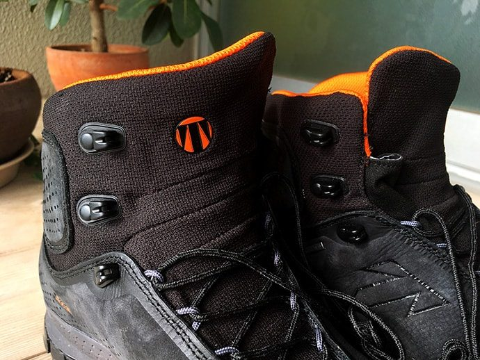 テクニカ登山靴 FORGE(フォージ)のオーバーラップデザイン