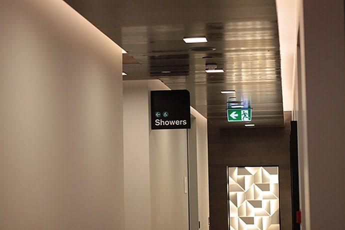 ニュージーランド航空ラウンジ内のシャワールーム