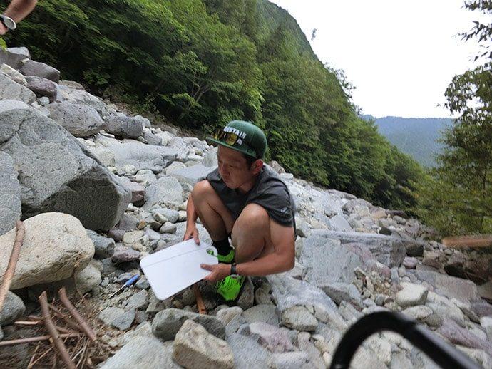 渓流での野営生活