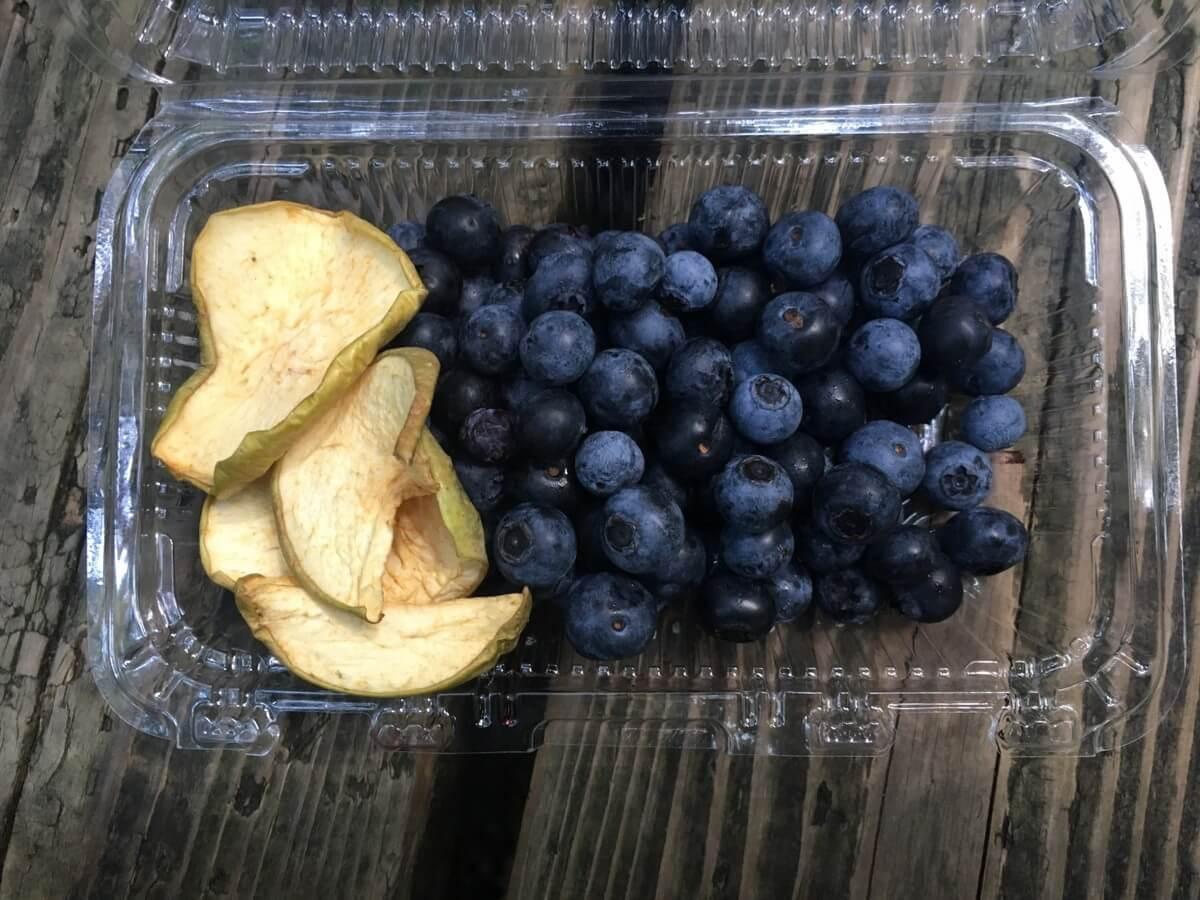 ブルーベリーやドライのリンゴ