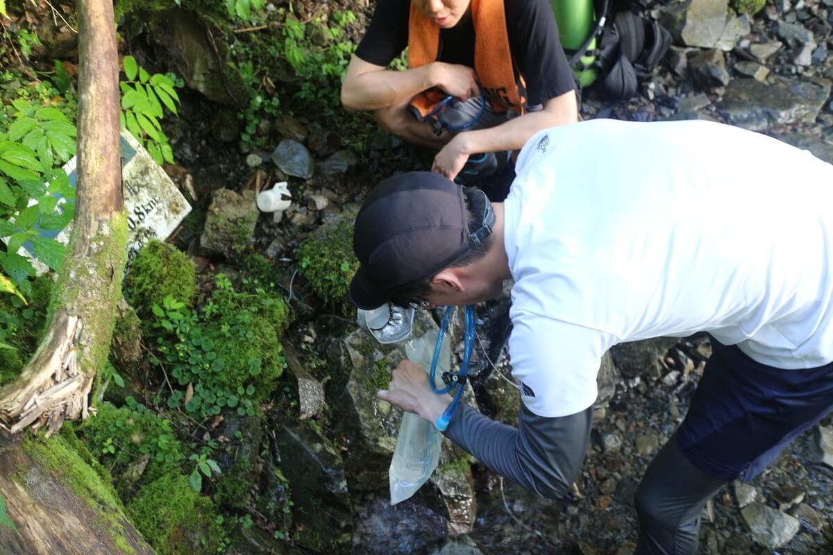 蝶ヶ岳の水場