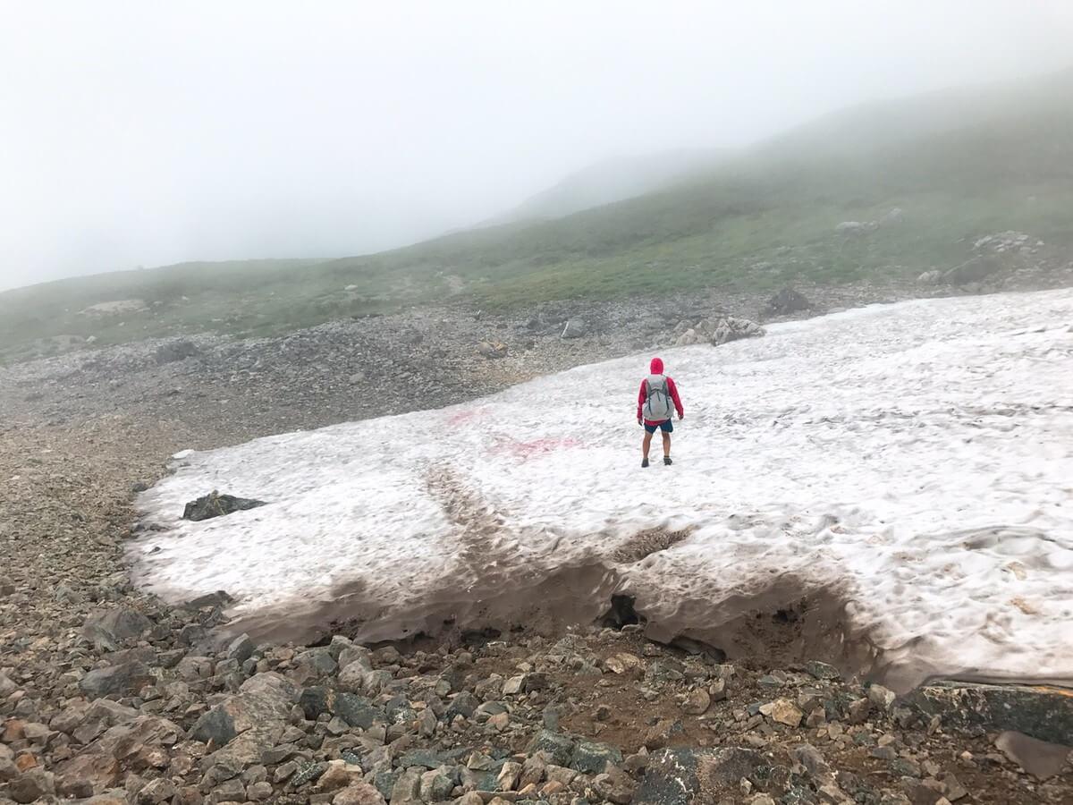 三俣山荘前の雪渓
