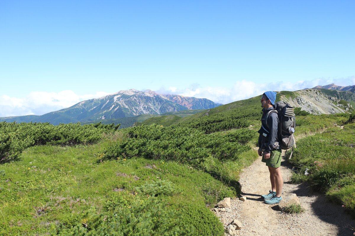 三俣蓮華岳を後にして、丸山を経由し双六岳へ向かう