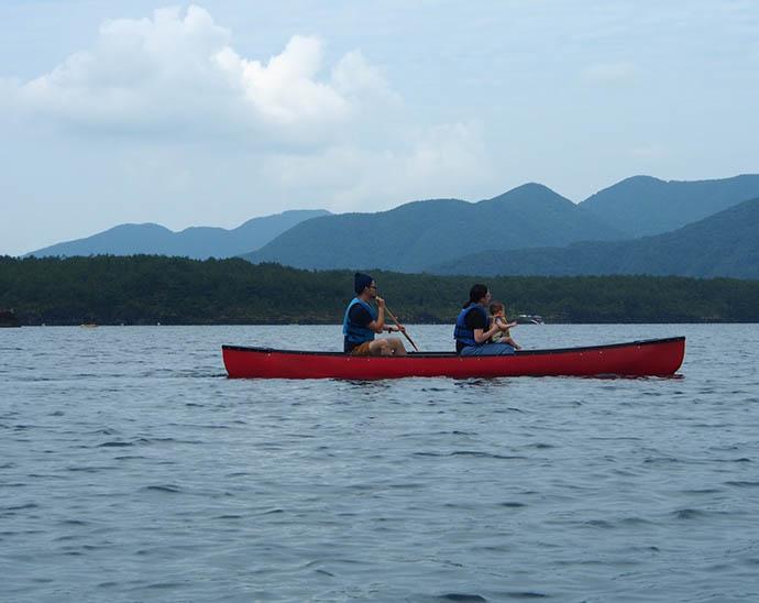 富士 西湖で楽しめるカヌー体験