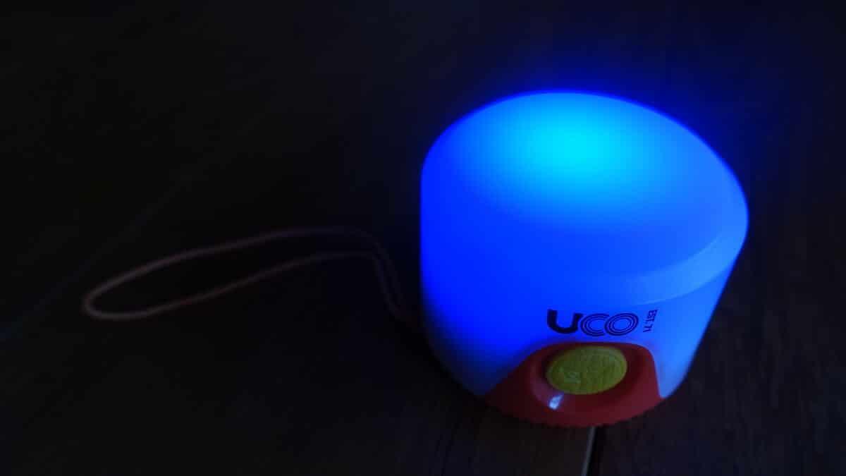 UCO LEDランタンの青いライト