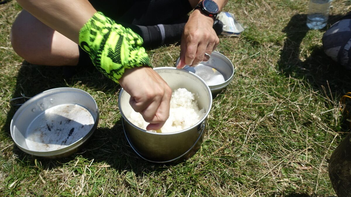 塔ノ岳頂上で米炊き