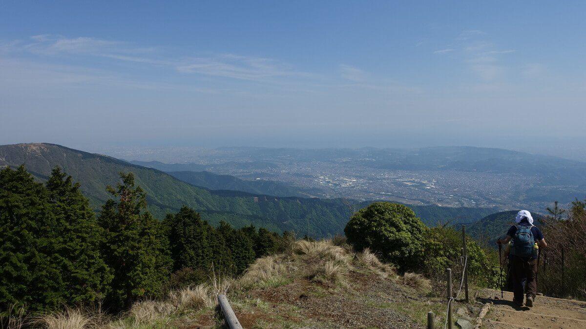 塔ノ岳からみる市内の景色