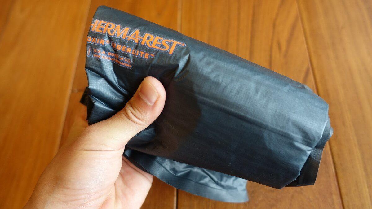 サーマレスト ネオエアーウーバーライト 畳んだサイズ