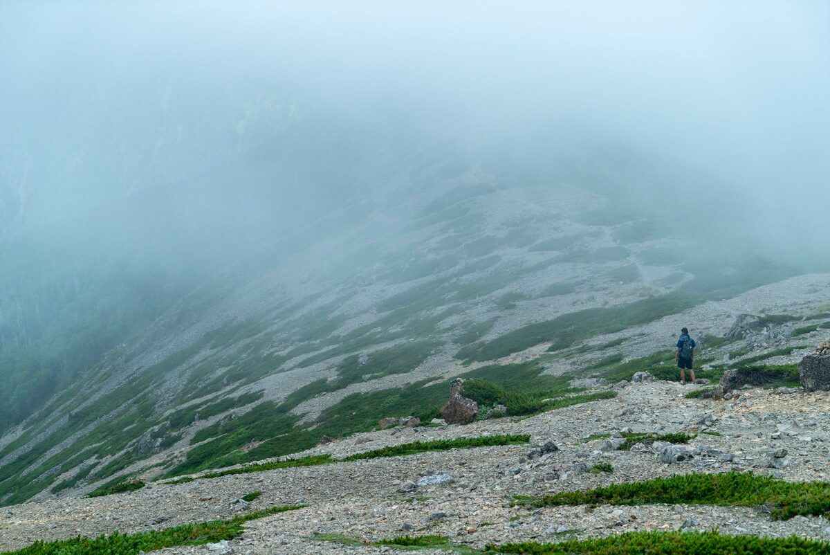 茶臼小屋への稜線