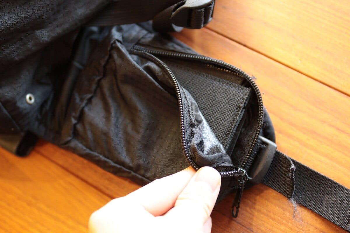 小さい財布はアウトドアでは重要
