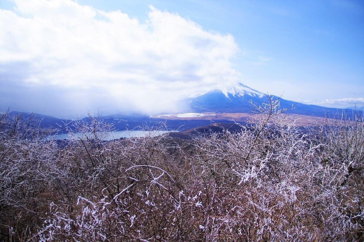 開運の岩戸詣でと、絶景の富士見ハイク
