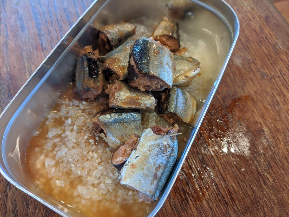 メスティン 炊き込みご飯 レシピ 具を投入