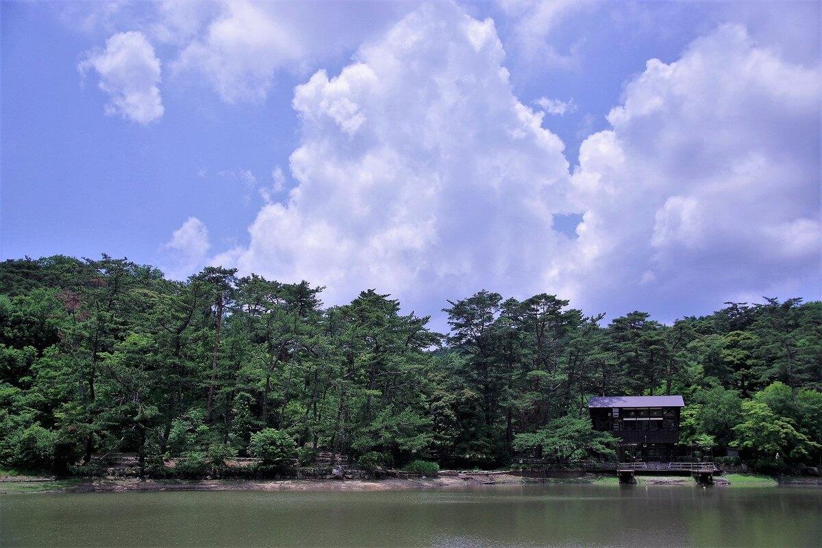 修法ヶ原(しおがはら)と呼ばれる池