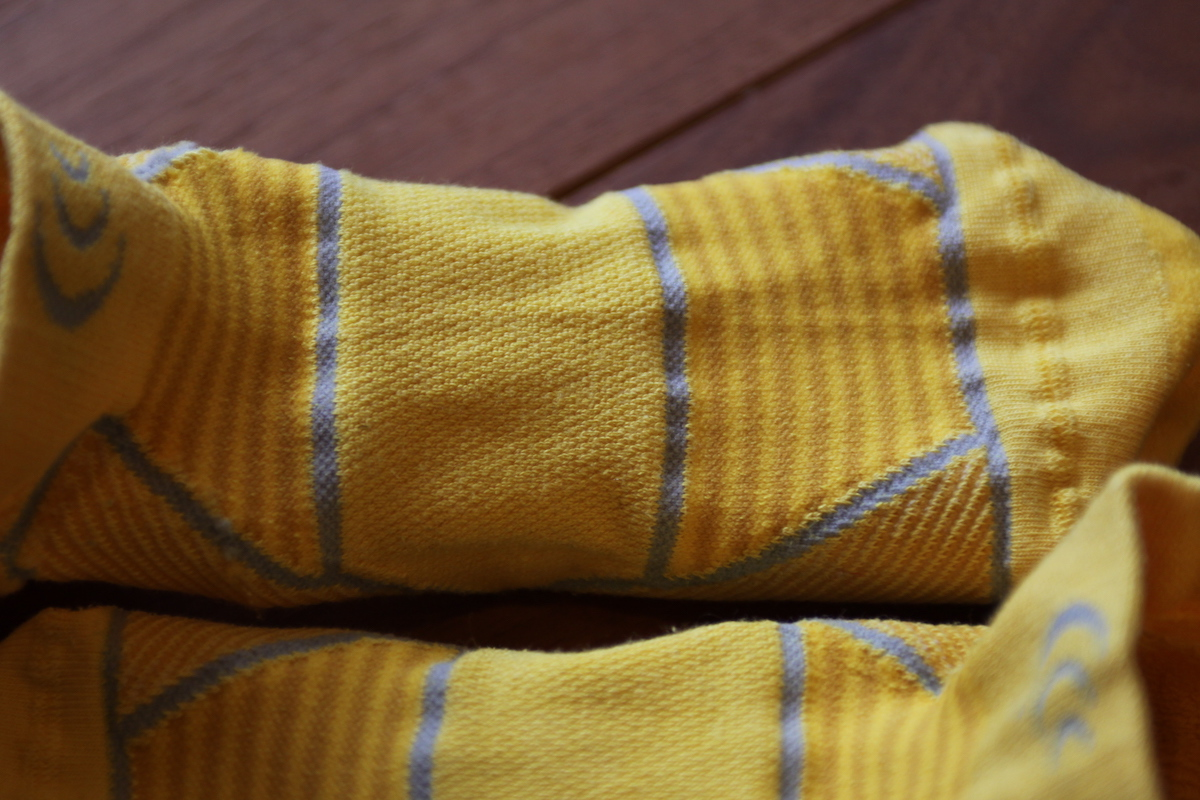 足の甲にはエアーフローメッシュという通気性の高いメッシュ