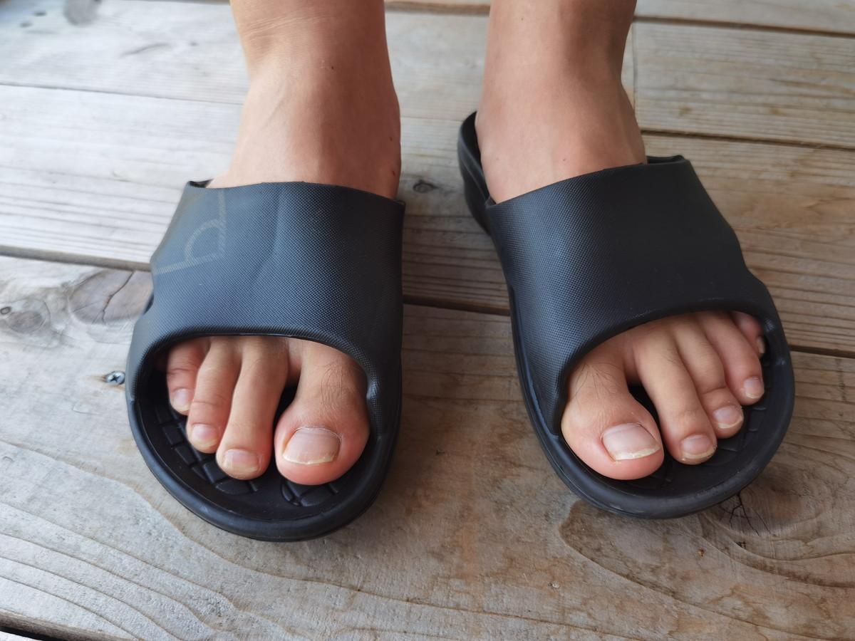 足裏とサンダルとの設置面の特徴