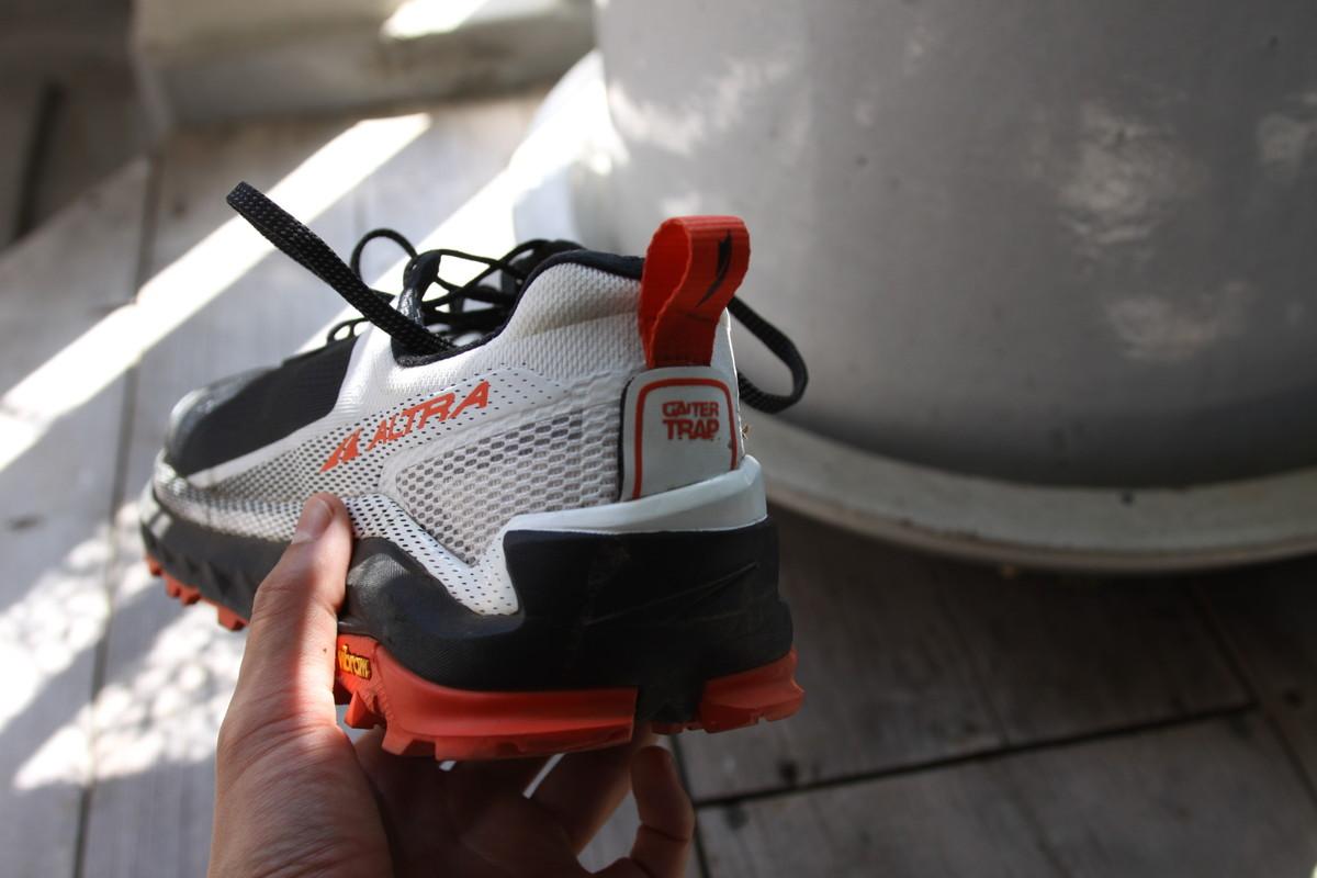 アルトラのオリンパス4.0では靴底に近くづくにつれアウトソール形状が広がっている
