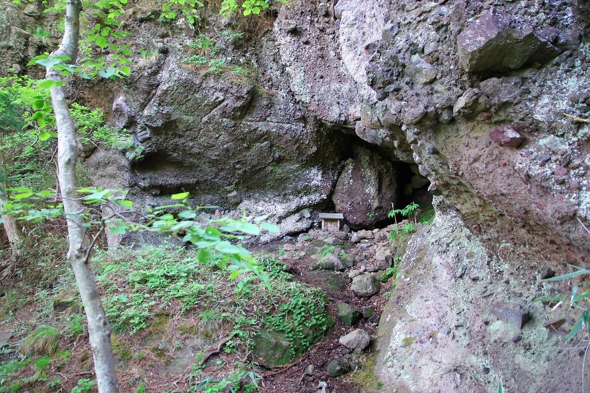 アスレチック感抜群の低山は、山岳信仰の聖地