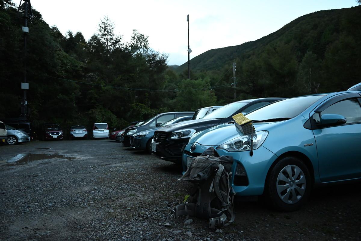 美濃戸山荘前の駐車場