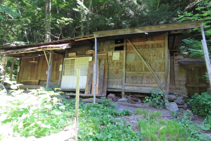 岩魚留の小屋
