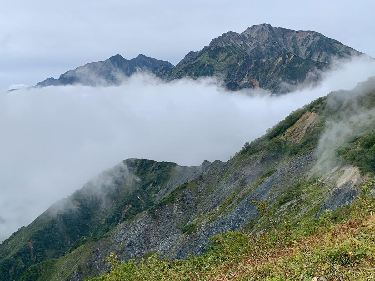 丸山ケルンからの五竜岳