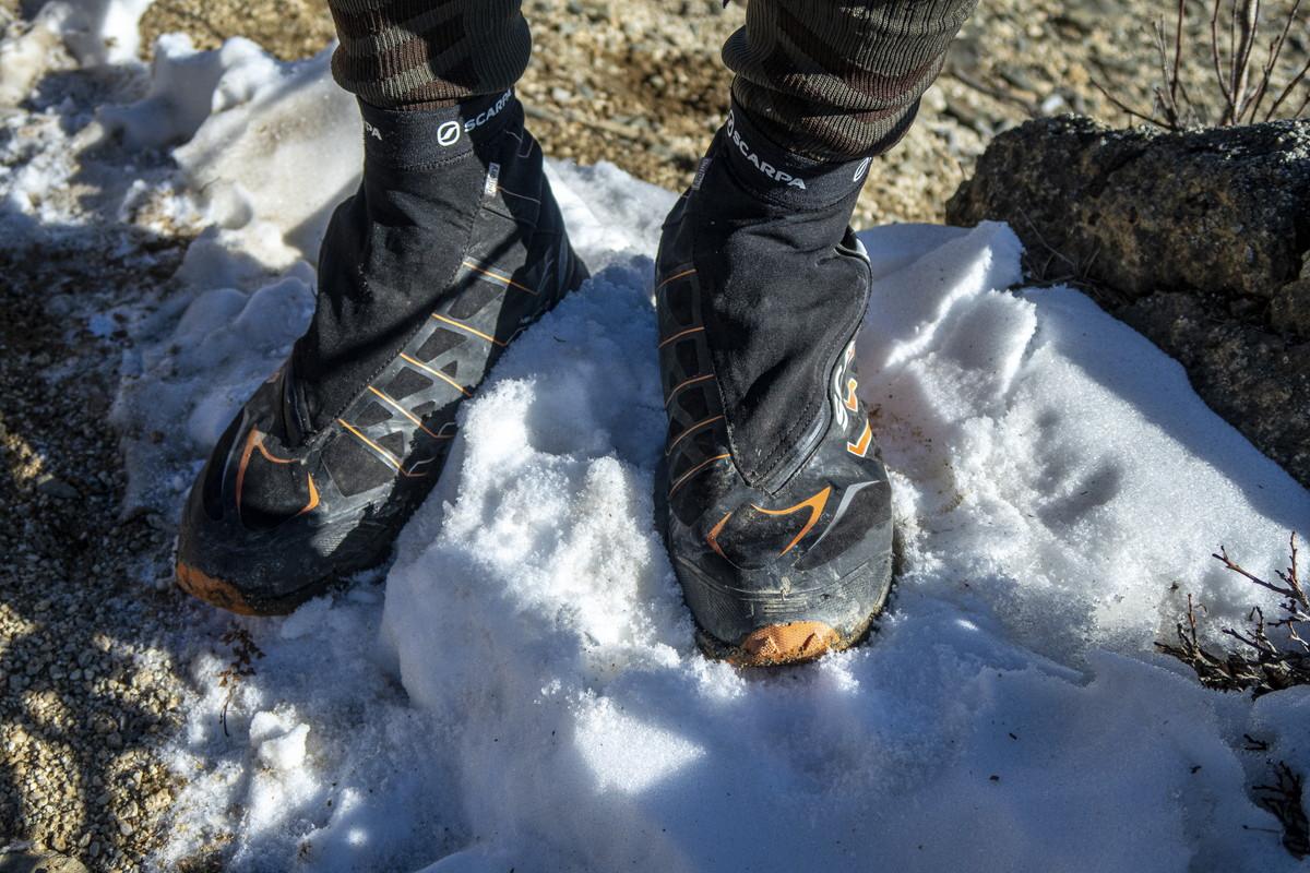 スカルパ ニュートロンG 冬山 トレイルランニングシューズ