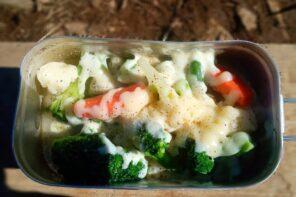 メスティン山ごはんレシピ-固形燃料で野菜のチーズ蒸し