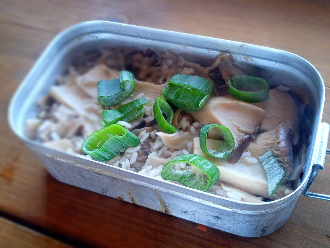 キノコの炊き込みご飯 メスティンレシピ