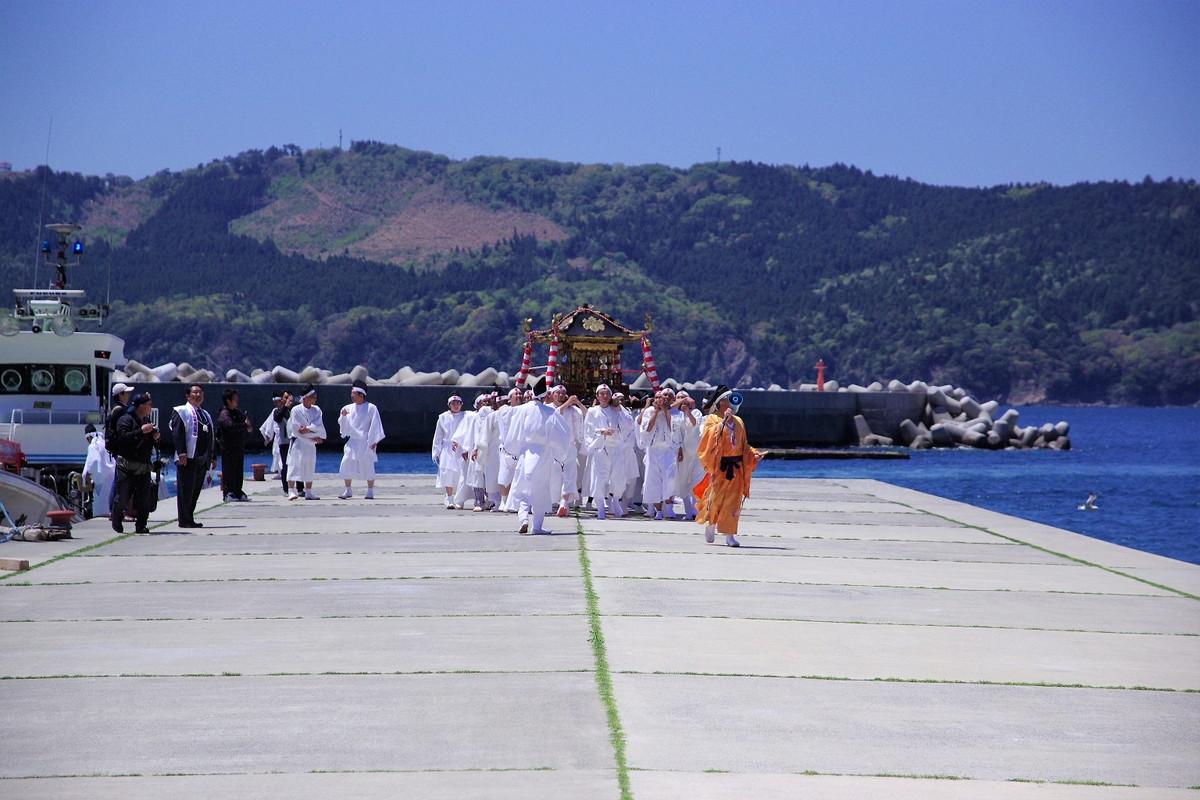 神輿渡御として海潮祓の特殊神事