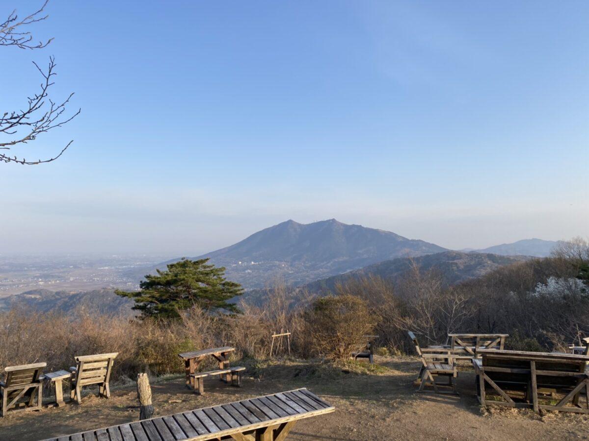 筑波山が双耳峰であることがよくわかる