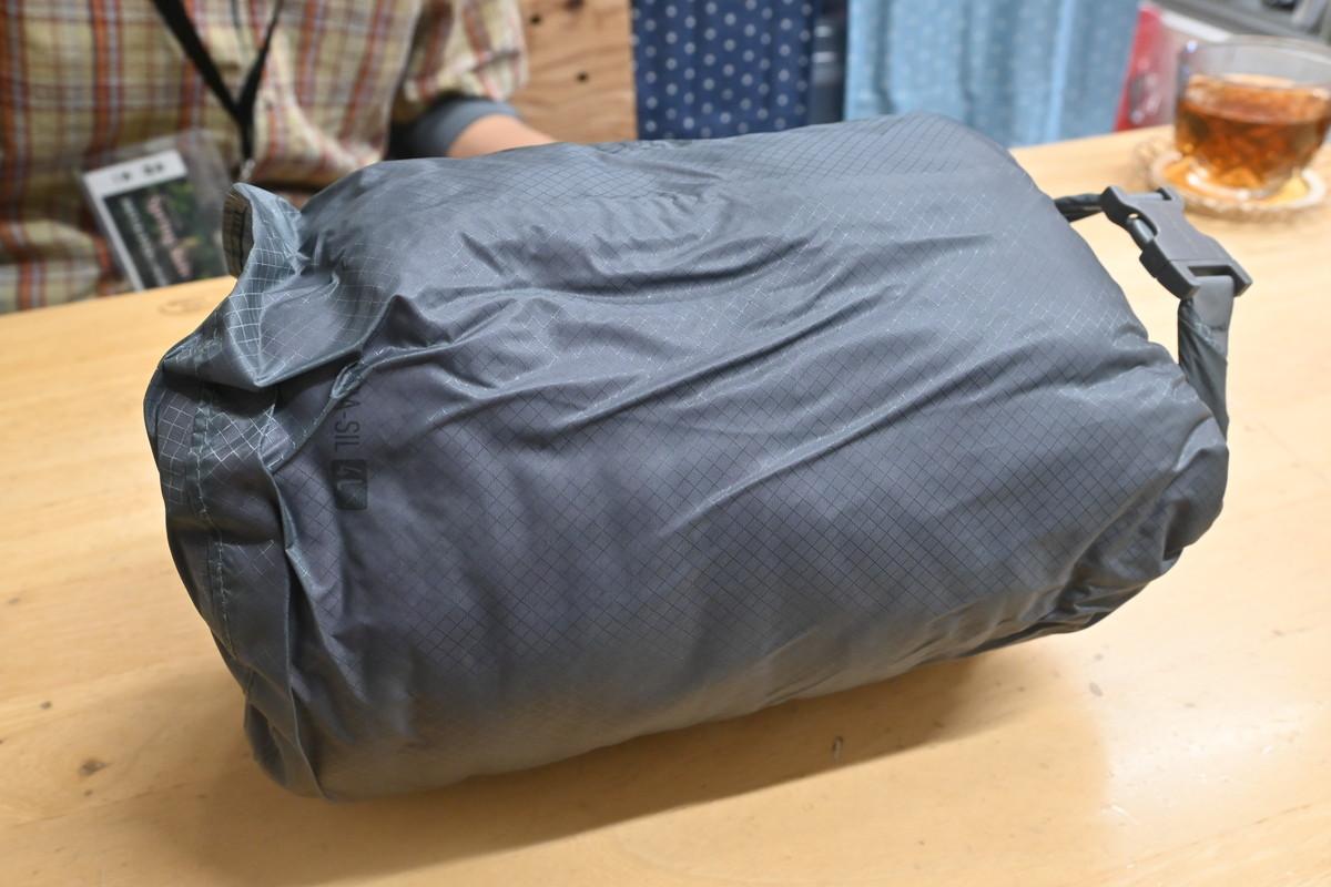 沢用シュラフ 化繊シュラフの畳み方