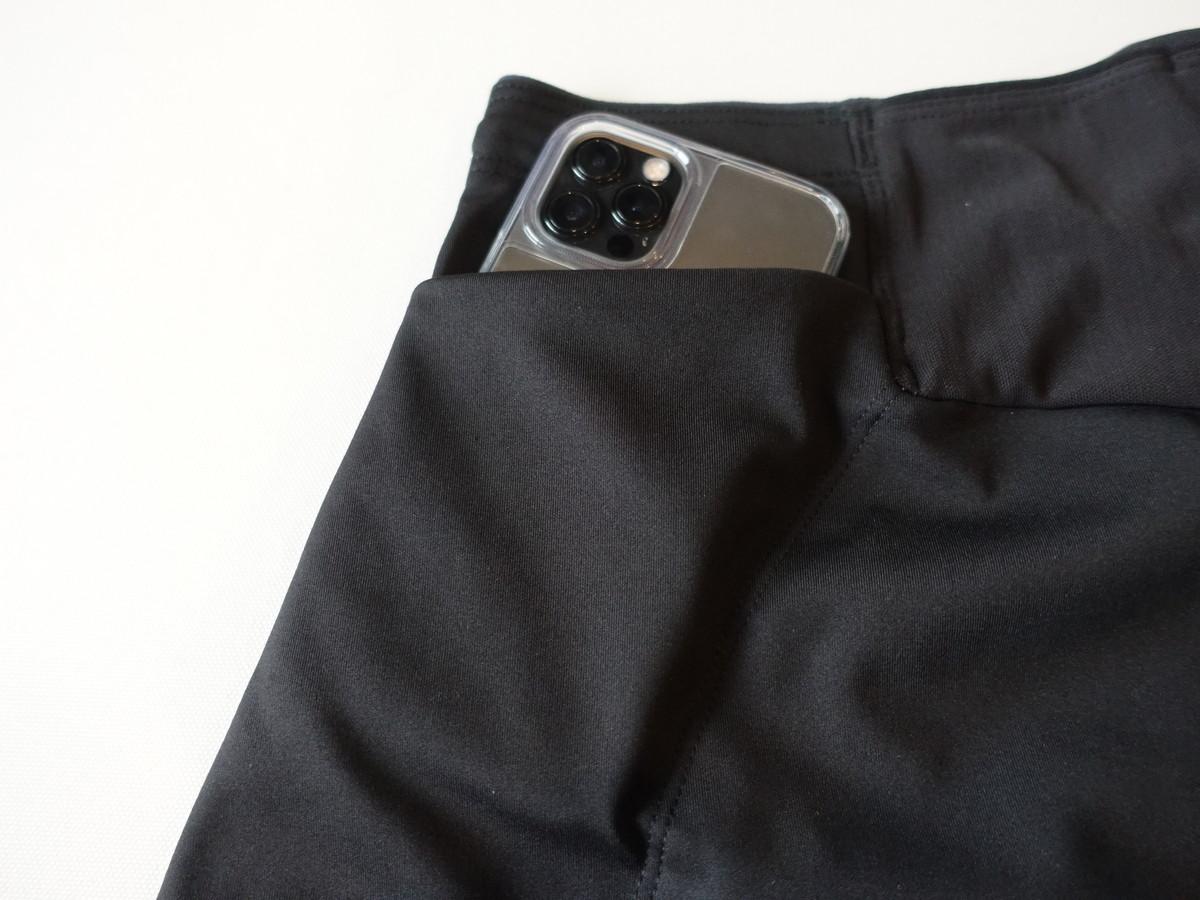 パタゴニア エンドレス・ラン・ショーツ 深めのポケットにはスマートフォン
