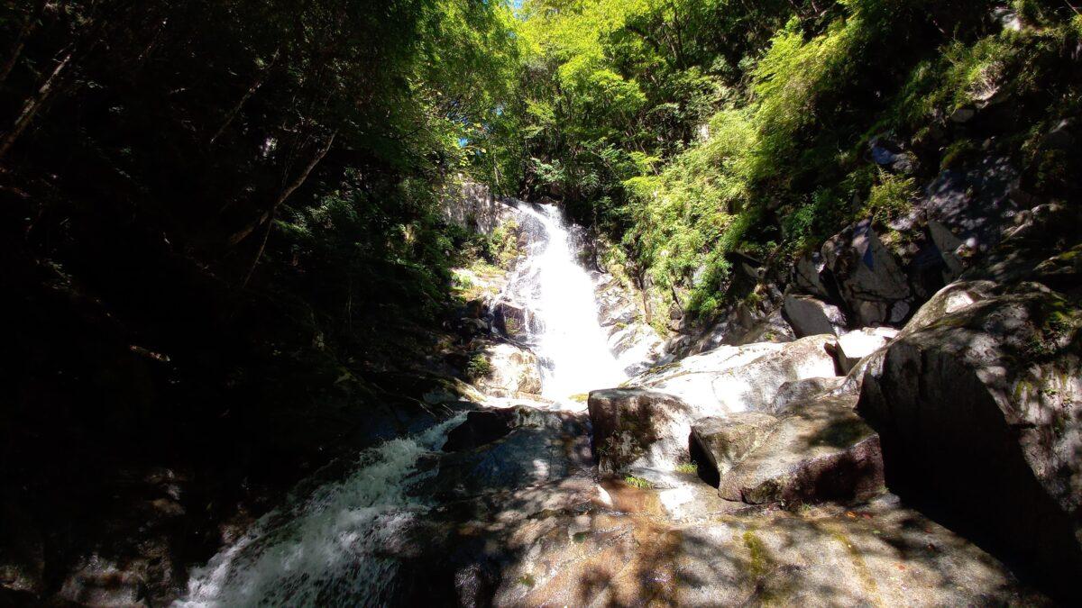 沢登りの魅力 渓谷にある大滝