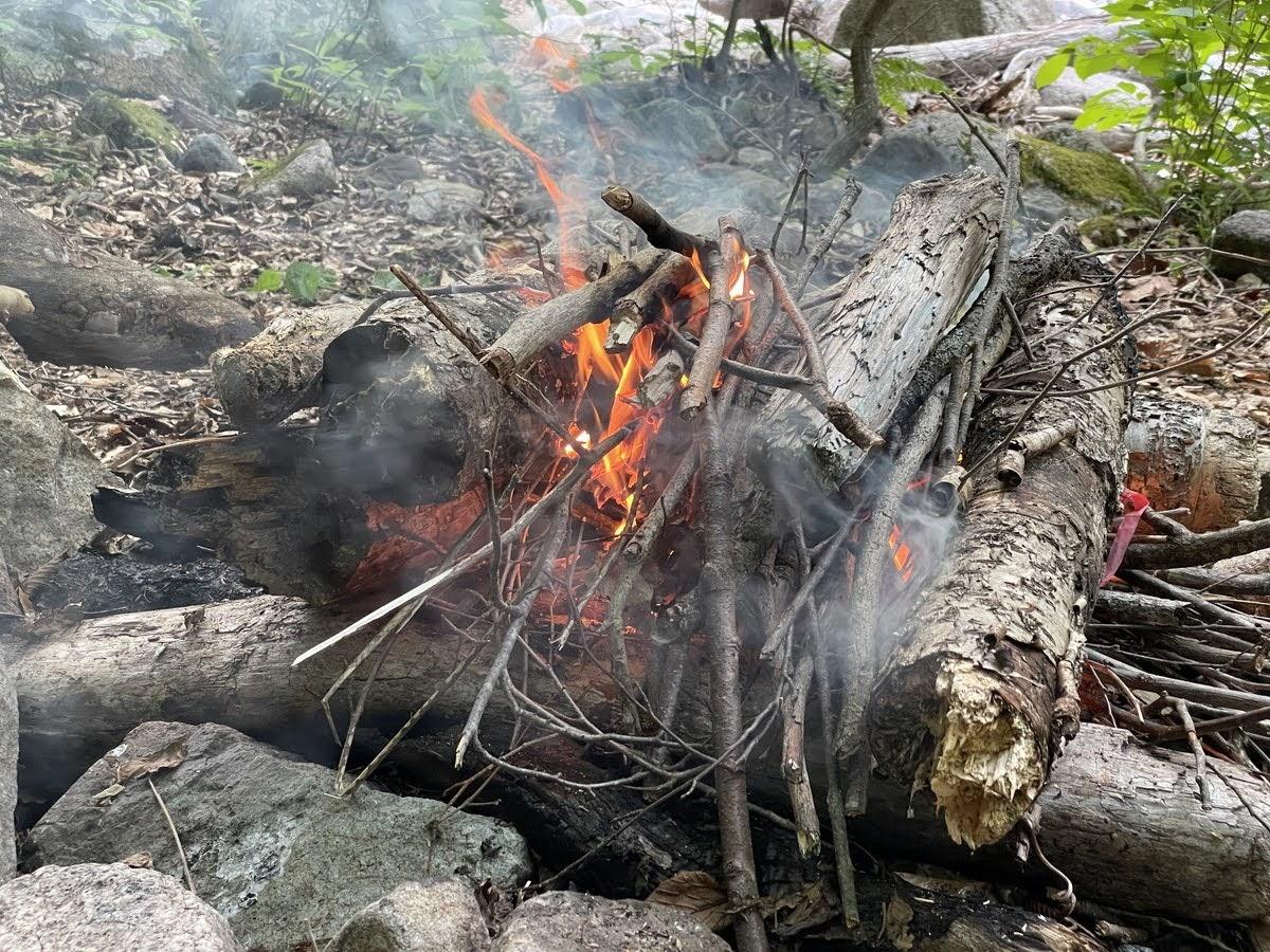 ガストーチを使った焚き火の作り方