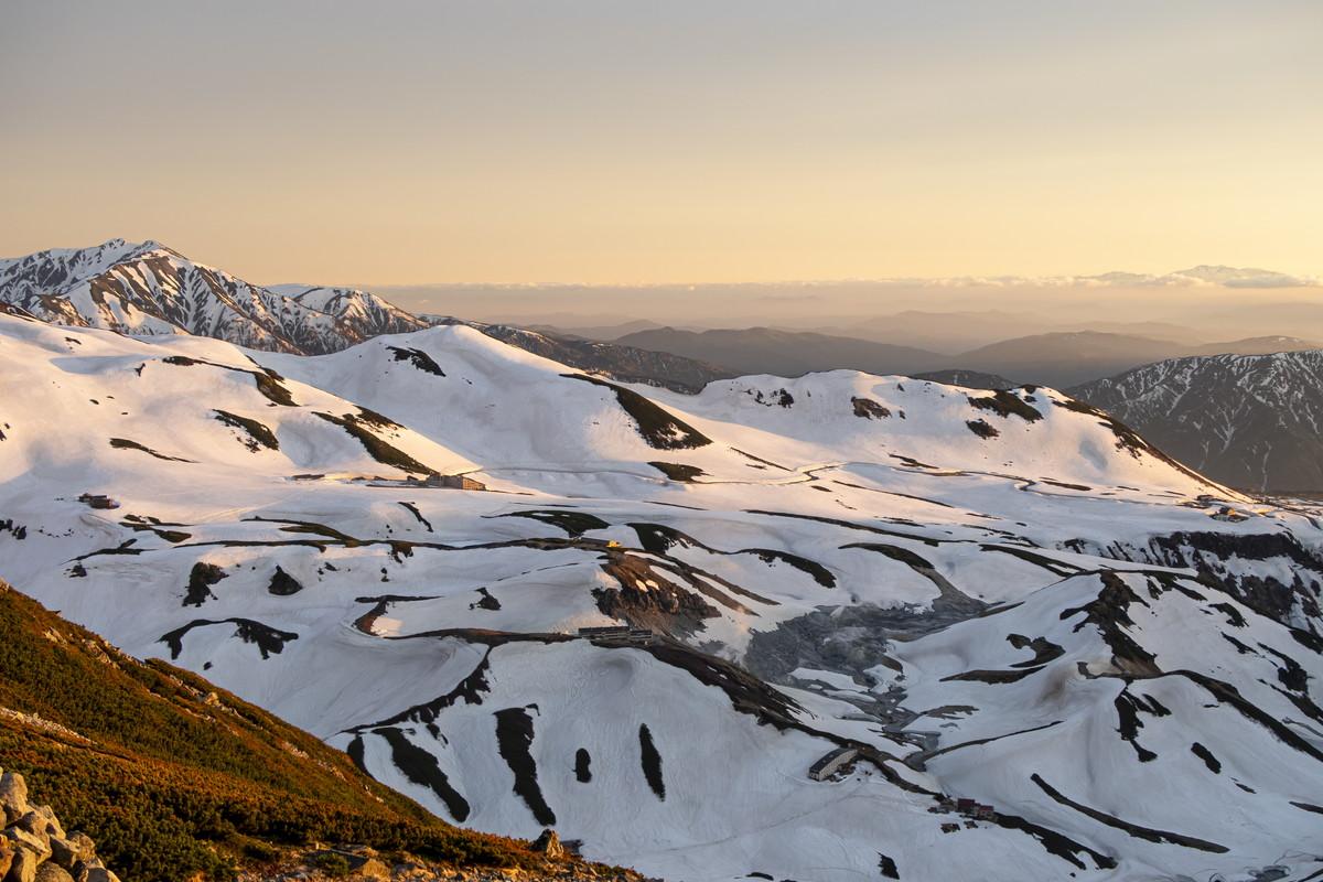 冬に膨大な降雪をもたらす立山